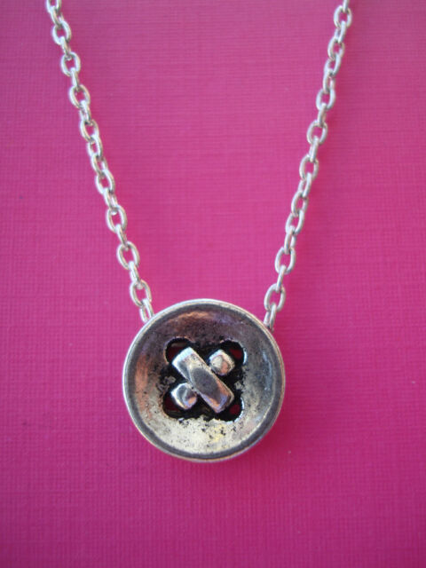 FUNKY SILVER BUTTON NECKLACE CUTE KITSCH VINTAGE STYLE SEWING KNITTING FASHION