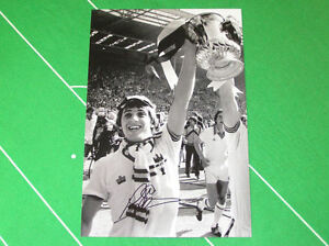 West-Ham-United-Geoff-Pike-Signed-1980-FA-Cup-Final-Trophy-Photograph