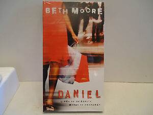 Beth-Moore-Daniel-Series-Lives-of-Integrity-6-DVD-set-free-priority-ship
