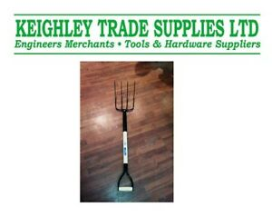 muck-fork-for-horse-equestrian-stable-mucking-out-gt21