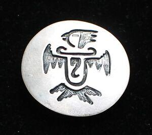 Vintage-Signed-BENNETT-Pat-Pend-Silvertone-Round-Engraved-Bird-Bolo-Tie