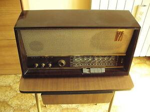 RADIO-D-039-EPOCA-WATT-RADIO-WR-486-PRIMI-ANNI-60-CON-GIRADISCHI-GELOSO