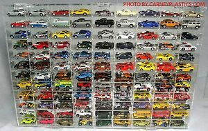 Hot Wheels Display Case 108 COMP 1/64 scale