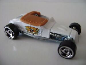 hot wheels 2007 mystery car 175 track t white tan interior razor wheels ebay. Black Bedroom Furniture Sets. Home Design Ideas