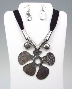 CHUNKY-Antique-Silver-Metal-Floral-Medallion-Black-Chiffon-Necklace-Earrings-Set