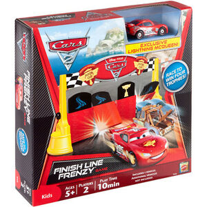 DISNEY-CARS-2-FINISH-LINE-FRENZY-GAME-W-EXCLUSIVE-LIGHTNING-MCQUEEN-CAR-NEW