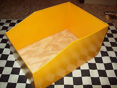 GOLDENROD RABBIT METAL NEST BOX REMOVABLE WOOD FLOOR 9 1/2X13 BUNNY bunnies NEW