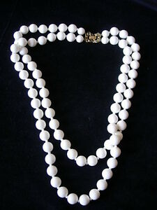 Beautiful-Vintage-Two-Strand-White-Beaded-Necklace