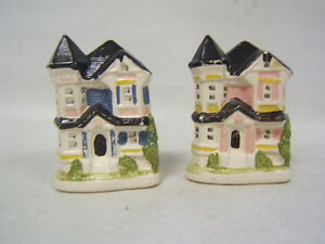 Vintage-Ceramic-Blue-And-Pink-Doll-House-Salt-And-Pepper-Shakers