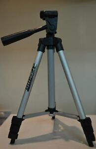 Universal-Easy-to-Carry-Camera-Camcorder-Tripod-Stand-With-Carry-Bag