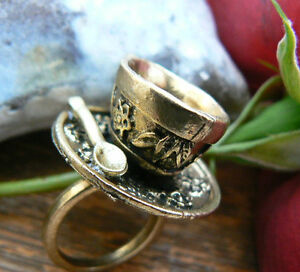 Alice in wonderland mad hatter tea cup set ring vintage for Quirky retro gifts