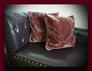 Kissen-Kissenhuelle-Dekokissen-im-Glanz-Design-Farbe-dunkel-braun