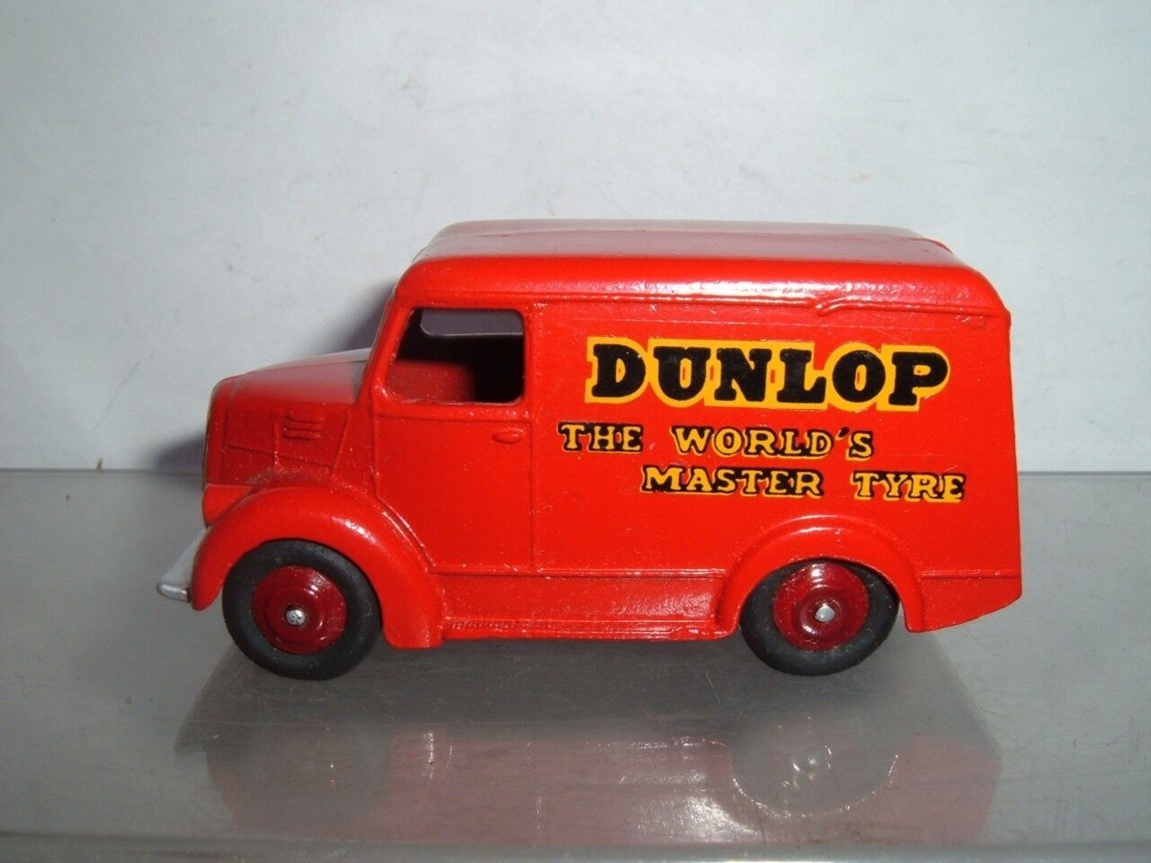 DINKY TOYS TROJAN VAN DUNLOP TYRES IN REPAINTED HAVE A LOOK AT THE  PICTURES