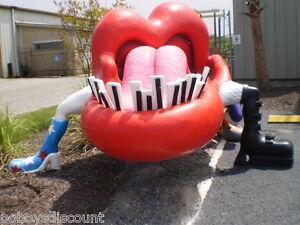 Hard-Rock-Amusement-Park-Music-Rolling-Stones-Memorabilia-Lip-Statue-Artwork