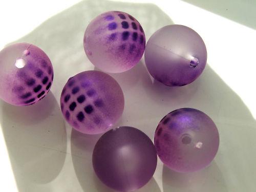 18mm /'spotty/' rubberized satin acrylic round beads x 10