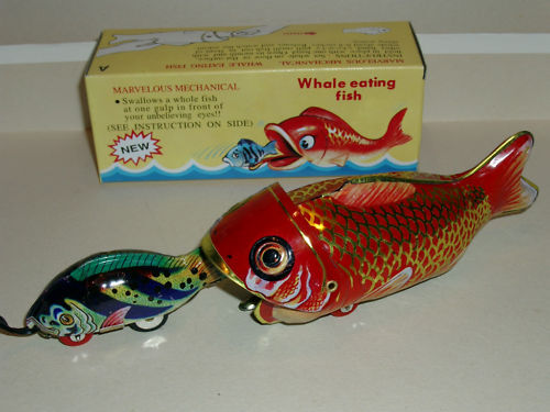 """1x RED CHINA TOY WHALE EATING SMALL TIN FISH 9.5/"""" WIND-UP TOY MINT//BOXED"""