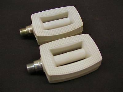 """WHITE UNION GERMAN 9/16"""" CHILDRENS PEDALS RALEIGH TYPE CHOPPER ERA 70's OR 80's"""