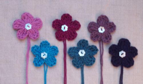x6 Crochet Flowers appliques PURPLES /& BLUES w//Button embellishments toppers