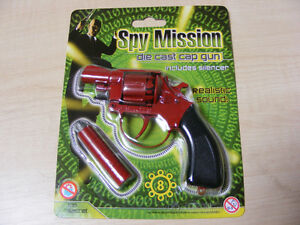 SMALL-RED-METAL-TOY-CAP-GUN-TAKES-THE-8-SHOT-RED-PLASTIC-RING-CAPS