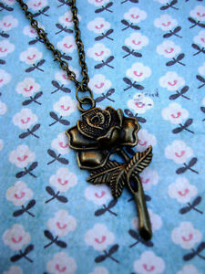 FUNKY-BRASS-ROSE-NECKLACE-KITSCH-VINTAGE-NOSTALGIC-BOHO-CHIC-BRONZE-SWEET-GIFT