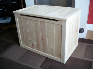 BEAUTIFUL-HAND-CRAFTED-PINE-WOODEN-TOY-BOX