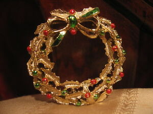 Vintage holiday jewelry gold christmas wreath w ornaments amp bow enamel