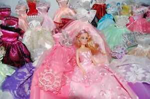 5-Barbie-Doll-Dress-Clothes-5-hangers-5pair-shoes