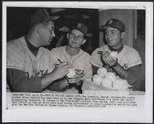 1956-Orig-DODGERS-Wire-Photo-Labine-Drysdale-Furillo