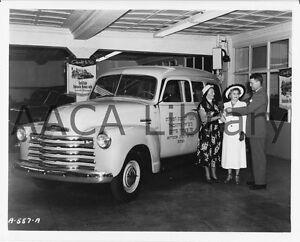 1950-Chevrolet-Model-3106-Suburban-Truck-Hebrew-Factory-Photo-Ref-32601