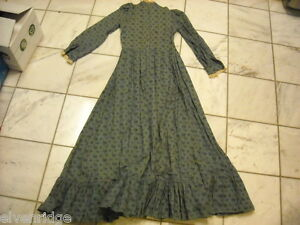 Vintage-long-dress-calico-and-lace-early-to-mid-1900s-w-collar-long-sleeve