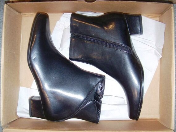 Damenschuhe BLACK LEATHER BOOTS - VALLEY LANE - FLORA - SIZE 9 1/2 MED - 1 1/2