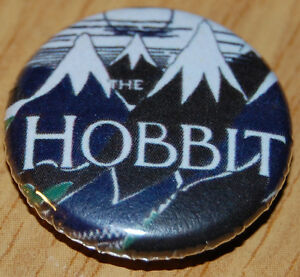 HOBBIT-COVER-25MM-BUTTON-BADGE-LORD-OF-THE-RINGS-JRR-TOLKIEN-LITERATURE-BOOK
