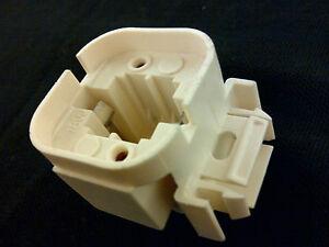 660-Watt Ivory Medium Light Bulb Socket Universal Power Plug Adapter