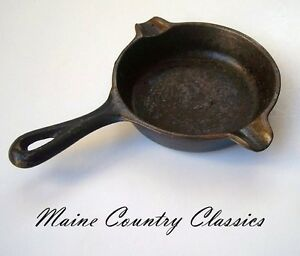 Vintage-WAGNER-WARE-CAST-IRON-SKILLET-ASHTRAY-1050A