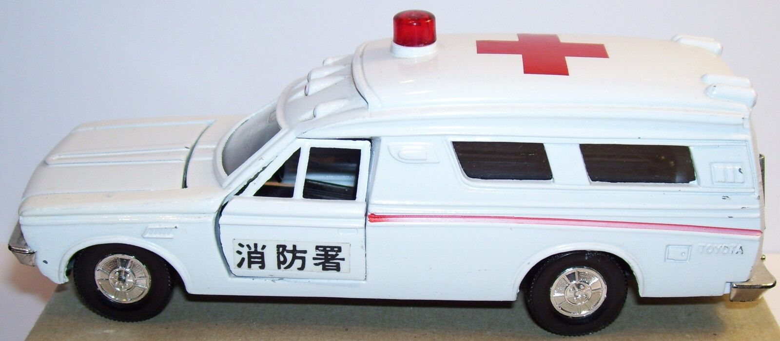 RARE DIAPET YONEZAWA TOYS TOYOTA TOYOPET CROWN AMBULANCE REF 144 MADE JAPAN 1971