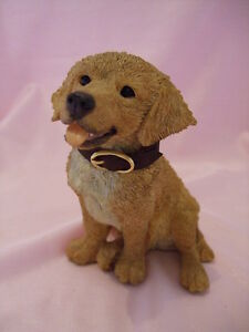 Statue de collection    -   CHIOT  GOLDEN RETRIEVER ASSIS