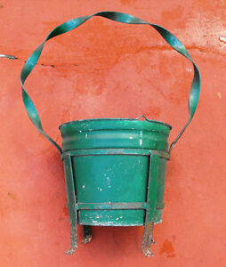 Large-Green-Metal-Flower-Pot-Twisted-Handle-Very-Primitive-00201010