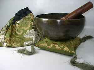 Tibet-Himalaya-Therapie-Klangschale-ca-700-750-gr-mit-Tasche-Kissen-Kloeppel