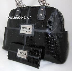 7c62b9271f7 GUESS NOVAK Vernis Croco Logo Sac a Main Shopping Portefeuille Noir ...