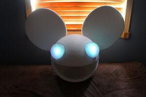 Deadmau5-Head-in-white-with-control