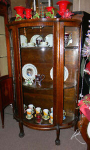 ANTIQUE-1900-QTR-OAK-CLAW-FT-CURVED-GLASS-CHINA-CABINET