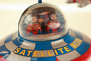 SPACE-SHIP-TIN-TOY-RETRO-amp-ASTRONAUT-SPACESHIP-MYSTERY-ACTION-COLLECTABLE
