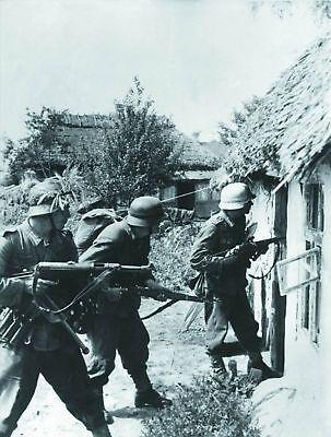 WW2 Photo, German Troops K98 Mauser  MP38 Germany WWII World War Two / 005