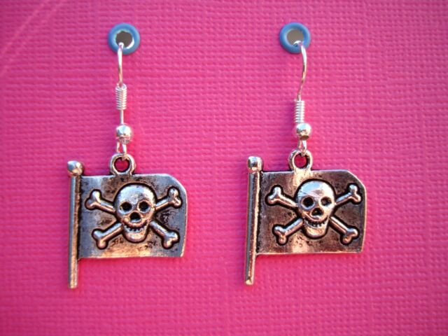 FUNKY SILVER SKULL FLAG EARRINGS PIRATE FANCY DRESS KITSCH EMO COOL NOVELTY FUN