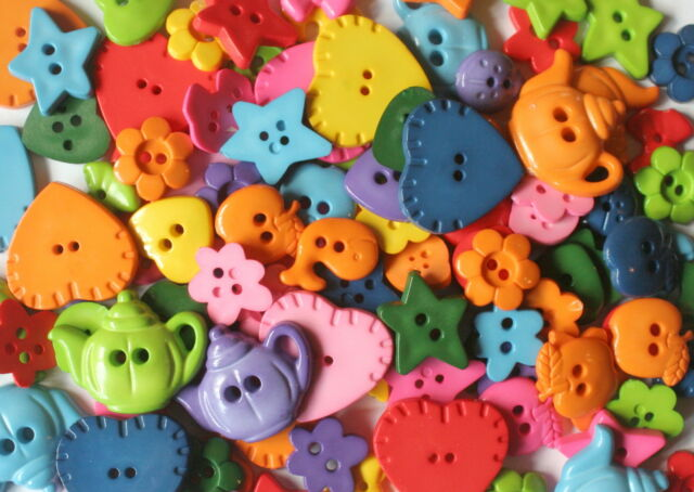 100 NOVELTY BRIGHT BUTTONS No 1 Assorted Shapes & Shades Sewing Scrapbooking