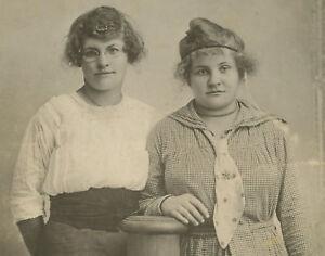 ANTIQUE VINTAGE YOUNG LADIES POLKA DOT TIE TLC LADY LOVE SISTERS? OLD PHOTO RPPC