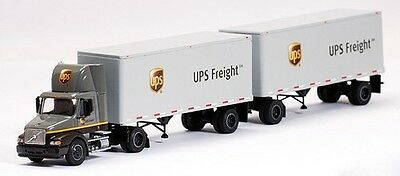 LIMITED EDITION UPS FREIGHT VOLVO VNM DAY CAB WITH DOUBLE PUPS TONKIN PEM 1/64