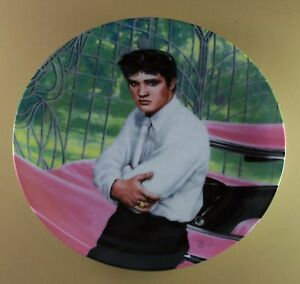 Elvis-Presley-AT-THE-GATES-OF-GRACELAND-Plate-Looking-at-a-Legend-1-First-Issue