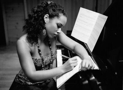 Alicia Keys Poster #2 (24 x 17)