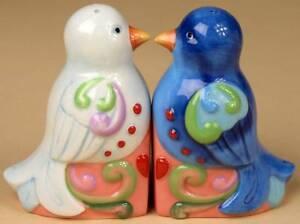 2012-HWC-JIM-SHORE-SET-OF-2-LOVE-BIRDS-SALT-amp-PEPPERS-SHAKERS-NIB